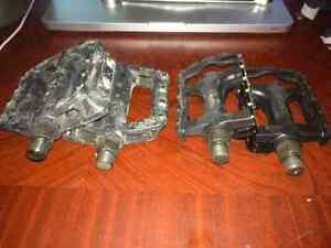 2 Sets of Bike pedals