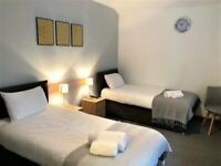 LARGE TWIN ROOM FOR TWO SHARING OR COUPLE