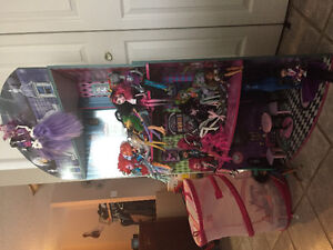 Monster High wooden house with dolls