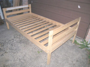 Slightly used Solid Wood Single Bed+wood slats,mattress extra$20