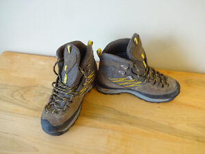 Size 6 North Face hiking boots - $130 new - Only $45 St. John's Newfoundland image 1