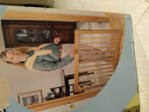 New in box Evenflo home decor stair gate - wood baby safety gate