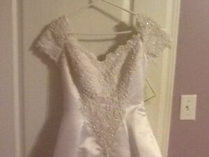 Further Reduced! Beautiful Never Worn Wedding Dress For Sale