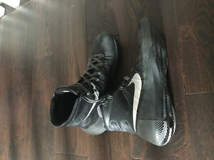 Nike Hyperdunk Shoes - Great Condition!