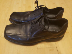 ALDO MEN'S dress shoes used size 11 great condition