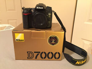 NIKON D7000 + 35mm, 85mm, 70-300 + ACCESSOIRES *VOIR DÉTAILS*