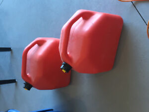 Two gas cans (20L x 2)