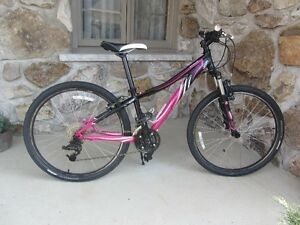 Velo Montagne Specialized Myka Fille  roues 26 pouce