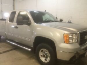 2010 Three quarter ton truck in great shape