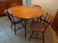 Table et Chaises en bois/Wood Table and Chairs