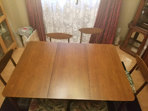 Deilcraft Dinning Room Table And 6 Chairs