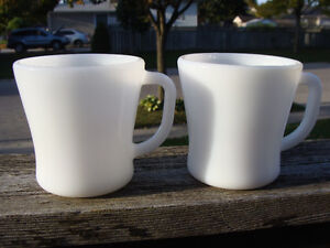 LOT OF MILKGLASS MUGS! HOLLY HOBBY  FEDERAL, TERMACRISSA! London Ontario image 9