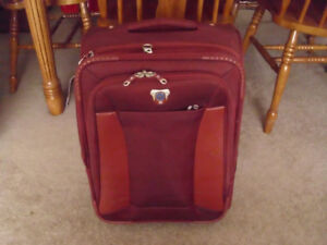 RED SWISS GEAR LUGGAGE SUITCASE 20 INCHES X 14 INCHES