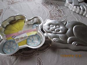 CAKE PANS 16 WILTON RUDOLF SIMPSONS BUZZ LIGHT YEAR PLUS Kitchener / Waterloo Kitchener Area image 5