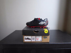size 12 pre-school boys' socceer shoes in excellent condition