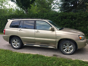 2006 Toyota Highlander Limited SUV, Hybrid, Towing, Reliable