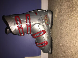 Nordica gp tj super ski boots size 5-5.5 kids