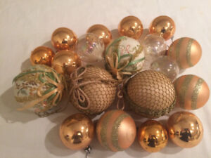 Christmas sphere-shaped ornaments - rose gold/clear - 19 pieces