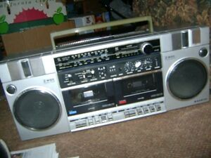 OLDER SANYO AM - FM RADIO  CASSETTE PLAYER RECORDER Sarnia Sarnia Area image 1