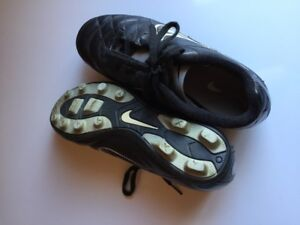 Boys Soccer Cleats Size 5Y