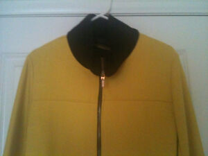 YELLOW BLACK COAT BY RINASCIMENTO. MADE IN ITALY, SIZE S-M.