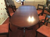 Mahogany Oval Dining Table with 2 Carver Chairs & 4 Chairs