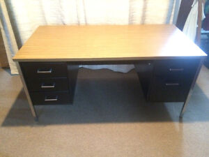 Complete your office with this Black Metal Desk - West Island Greater Montréal image 2