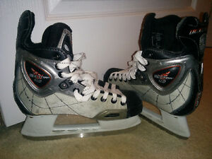 CCM Vector 4.0, Size 4, Quality Skates!!   Good condition, lots