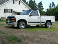 Collectors 1992 Chevrolet Silverado 1500 white Pickup Truck