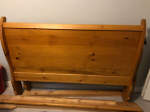 rame Wooden Sleigh Bed, Queen - Great Deal! $199 obo