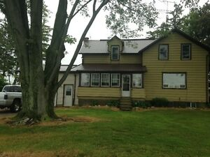 3 BEDROOM COUNTRY HOME WITH LARGE YARD TO ENJOY!