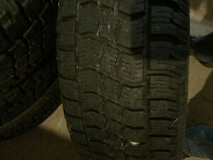 235 70 R 16 /Avalanche Extreme snow tires on rims Peterborough Peterborough Area image 2