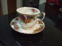 old cuntry rose bone china cup / saucer royal albert from englan