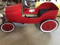Baghera red vintage metal pedal car