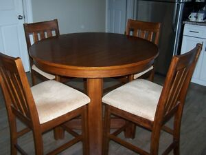 KITCHEN TABLE AND CHAIRS (BAR HEIGHT)