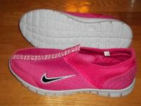 Nike Soulier Rose Pour Femme Gr: 39 Neuf