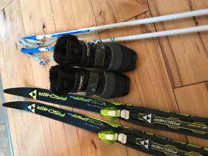 Like new Kids Fischer cross country ski set - size 31 (13)