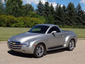 2006 Chevrolet SSR Convertible Hardtop - Only 25,500Km