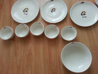 BRAND NEW Home Dinnerware Set  New condition  5 Plates, 5 Bowls