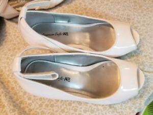 Size 11 girls white dress shoe with heels