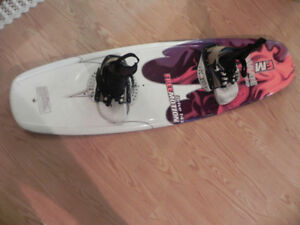 great starter wake board/ 143 come with bindings