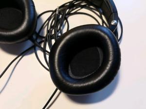 Sennheiser HD 360 Pro Studio Monitoring headphones in good condi