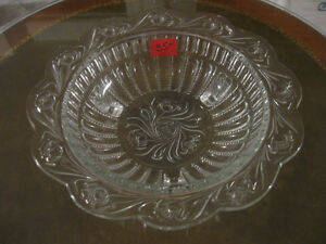 CHARMING OLD VINTAGE CLEAR GLASS BEAUTIFULLY EMBOSSED BOWL