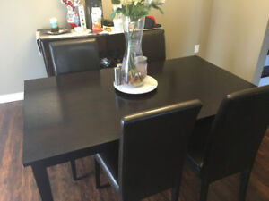 Rectangular table and 4 Parsons chairs!