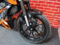 KTM DUKE 125cc LOTS OF KTM EXTRAS