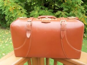 1940s--Vintage Dominion Luggage suitcase---Great display piece!