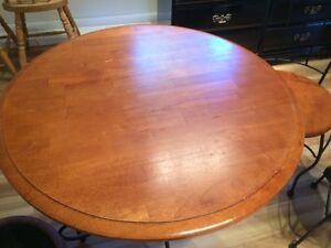 Table bois véritable et fer forge Saint-Hyacinthe Québec image 1