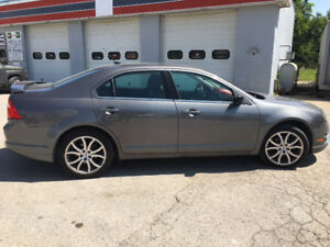 2012 Ford Fusion SEL V6 - All Wheel Drive - Low KM's