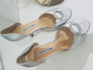 8efb9954211 Manolo Blahnik Shoes   Buy or Sell Used or New Clothing Online in ...