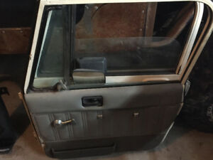 Jeep Yj parts for sale. Hard doors, fender, sound bar, tailgate.